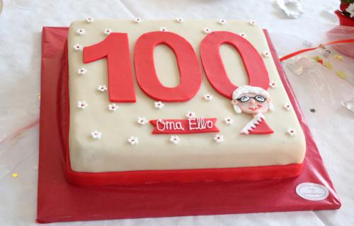 Der geburtstagskuchen zum 100ten Geburtstag vom Oma Ello.
