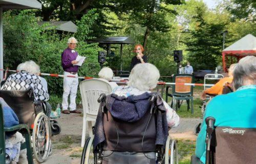 Das kleine Konzert im Garten vom Altenheim St. Josef hat großen Anklang gefunden